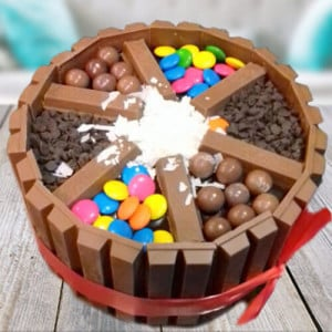 KitKat Love Cake - Send Black Forest Cakes Online