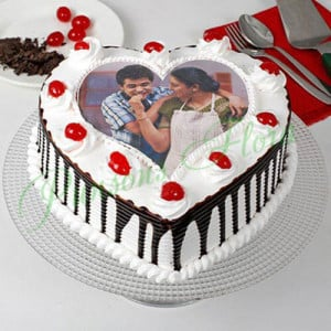 Heart Shaped Photo Cake For Mom Eggless - 1st Birthday Cakes
