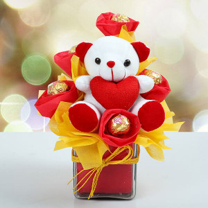 Glinting Hugs - Valentine Flowers and Cakes Online