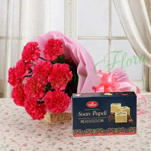 Combo from Heart - Flowers with Sweets Online