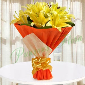 Hold The Joy Of Love - Send Lilies Online India