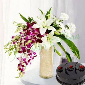 Royal Floral Arrangement With Cake - Flowers and Cake Online