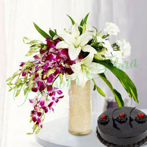 Royal Floral Arrangement With Cake - Anniversary Flowers Online