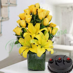 Sunshine Vase Arrangement With Cake - Send Lilies Online India