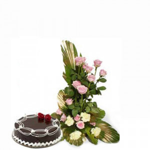 Magic of love - Wedding Anniversary Bouquet with Cake Delivery