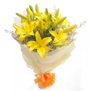 Sunshine 6 Yellow Lilies - Send Midnight Delivery Gifts Online