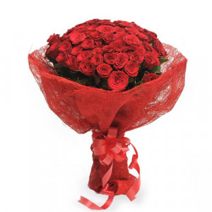 Roses In Jute Packing 50 Red Roses - Chocolate Day Gifts