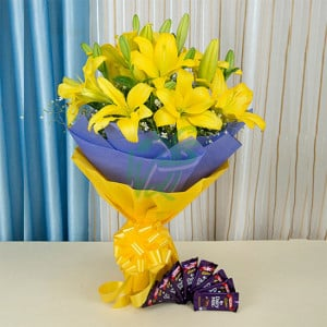 Winning Yellow - Wedding Anniversary Bouquet with Cake Delivery