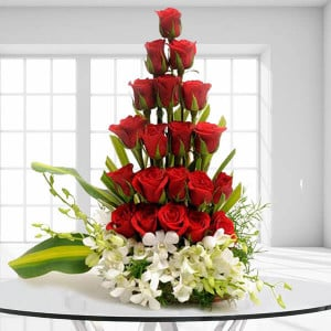 The Big Hug India - Anniversary Flowers Online