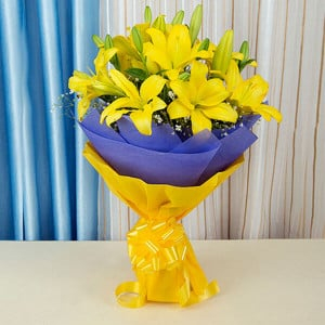 Sunshine Flowers 6 Yellow Lilies Online - Marriage Anniversary Gifts Online