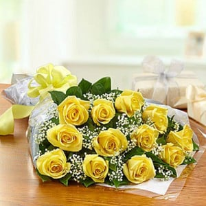 Exquisite 12 Yellow Roses Online - Send Midnight Delivery Gifts Online
