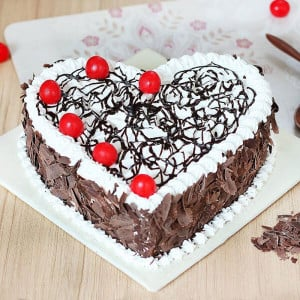 Heart Shape Black Forest - Online Christmas Gifts Flowers Cakes
