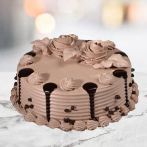 Online ChocoChip Cake Half Kg - Birthday Cake Delivery in Noida