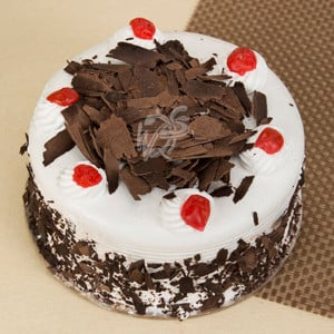 Blackforest Luxury Cake Half Kg - Marriage Anniversary Gifts Online