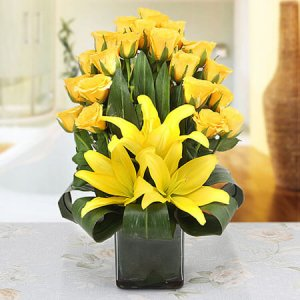 Make Up Her Mood Today - Glass Vase Arrangements