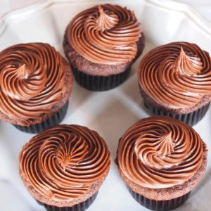 Chocolate Creamy 7 Cup Cakes - Online Cake Delivery - Send Cup Cakes Online