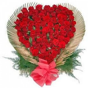 150 Roses In Heart Shape - Kiss Day Gifts Online